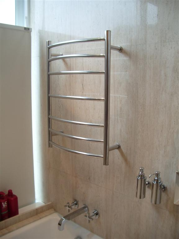 電暖毛巾架 and heated towel racks